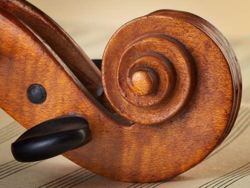 High-quality violin pegs.