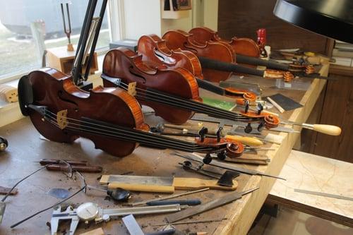 Workshop setup for violins