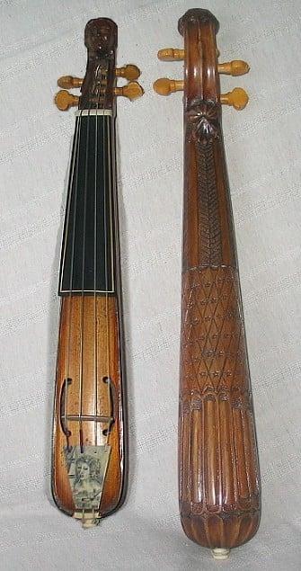 """Kytte, an old-fashioned """"pocket violin""""."""